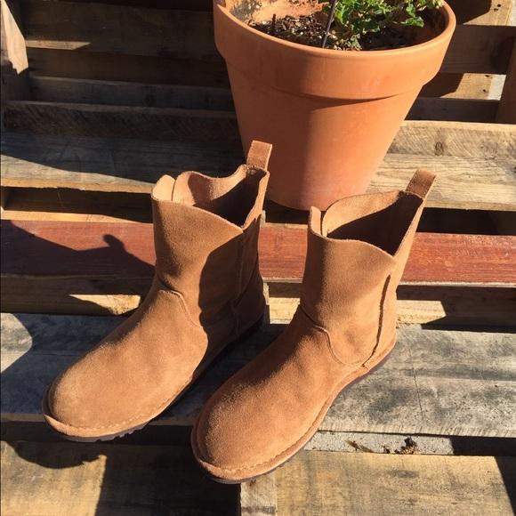 0b58d3145ba Ugg alida chestnut ankle boot. New. Sz 8
